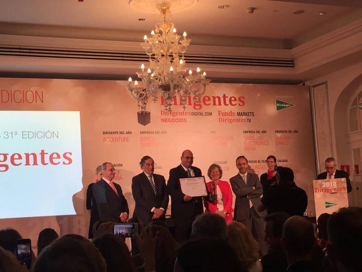 Pedro Cascales, Country Manager de Essilor España, recogiendo el premio en la categoría de 'Liderazgo'