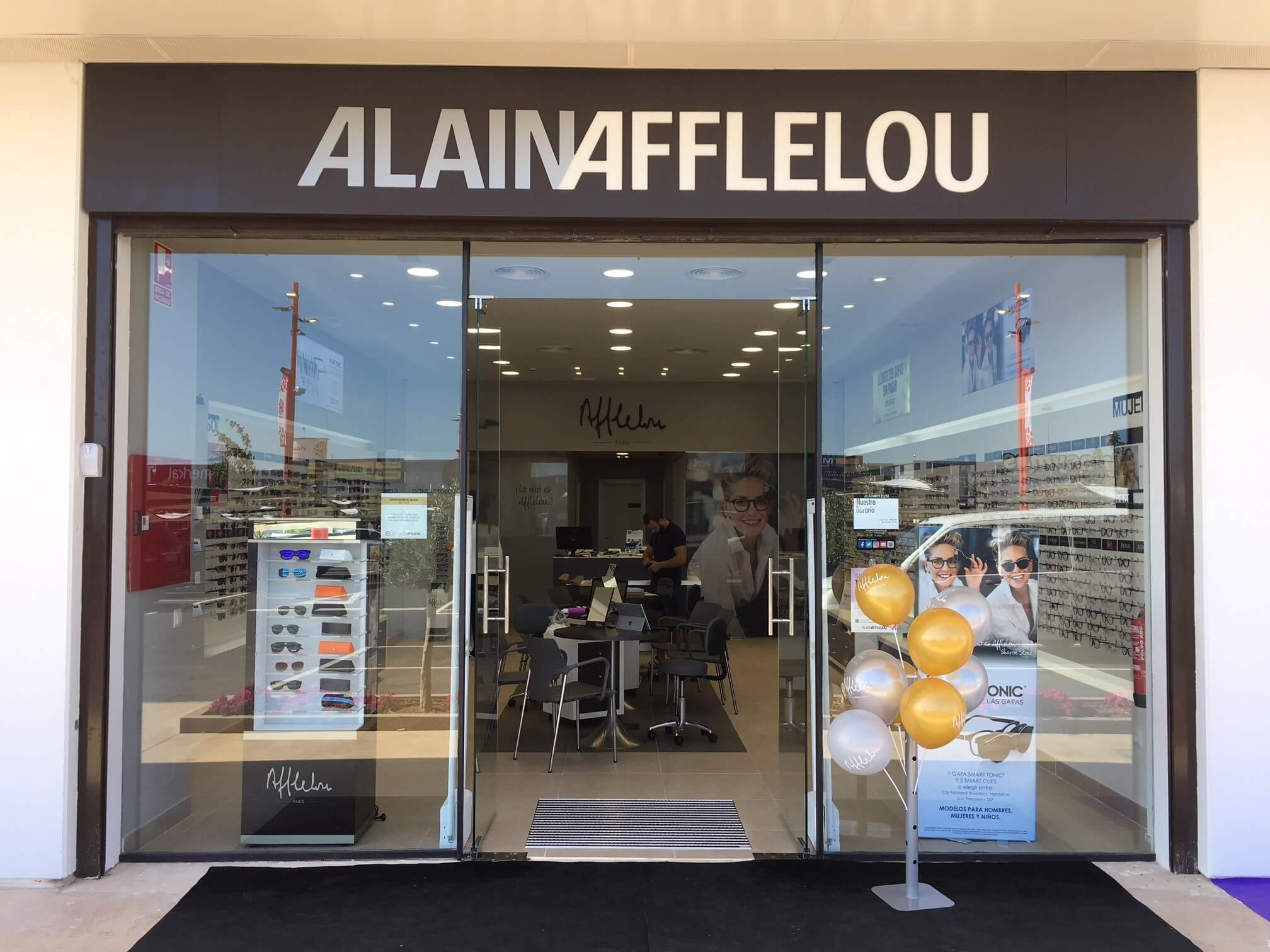 3b3edfdd53 Sagunto no logra resistirse a Alain Afflelou - Optimoda