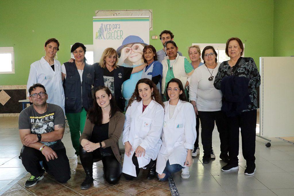 El grupo de voluntarias en la acción de Ver para Crecer en Sevilla