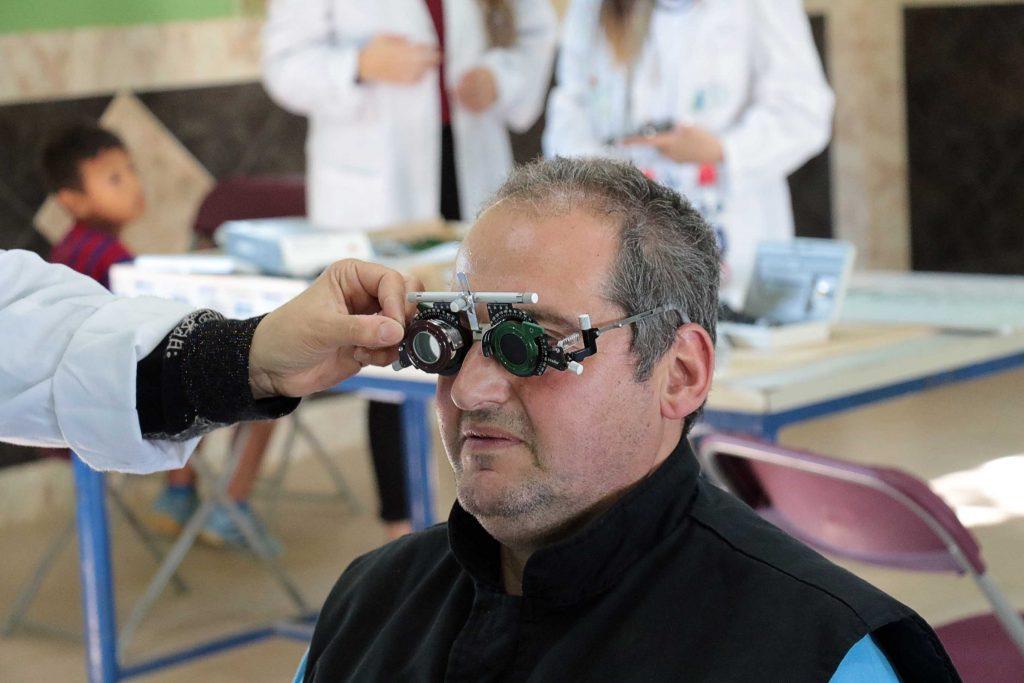 Ver para Crecer recetó 75 gafas durante la acción solidaria en Sevilla