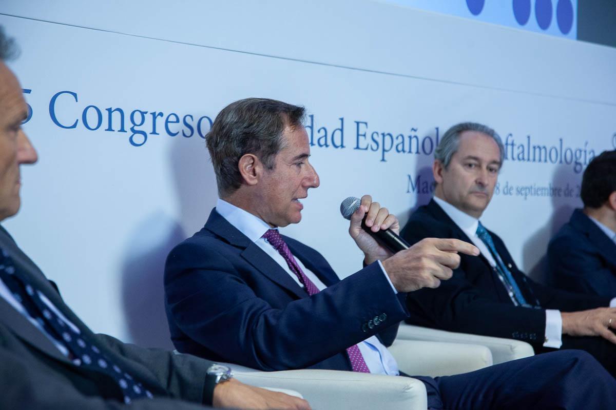 El Doctor Arumí durante su intervención en el congreso de Oftalmología