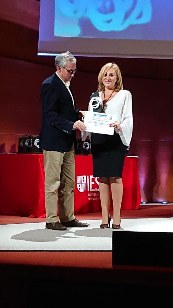 Salomé Suárez recibiendo premio Corresponsable